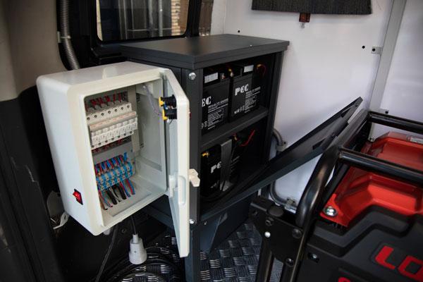 طراحی، ساخت و تجهیز ون مفصل بندی با استاندارد های شرکت ارتباطات زیر ساخت توسط شرکت صنایع پرسو الکترونیک